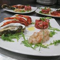 Tagliatelle Astice, nero di seppie e ricci, piatto di crudo, triglia e asparago...