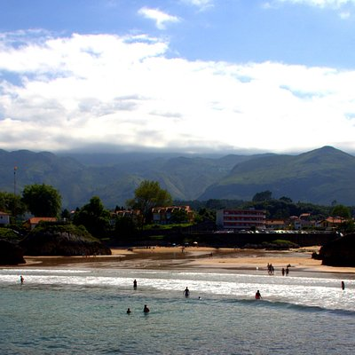 A beautiful beach in Asturias,close to everything,peaceful and comfortable for families and anyo