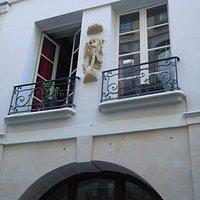 La statue en façade