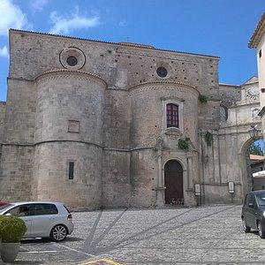 """la piazza con lo splendido """"di dietro"""" della Cattedrale"""
