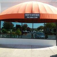 Tonys Kitchen es un restorante mexicano ubicado en el poligono de Napa, muy buen lugar para almo