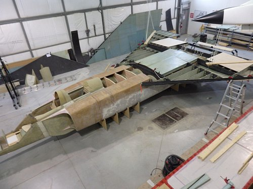 Wing on fuselage