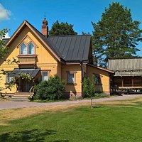 Den gula byggnaden som avbildats mer sällan än den bredvidliggande Zorngården.