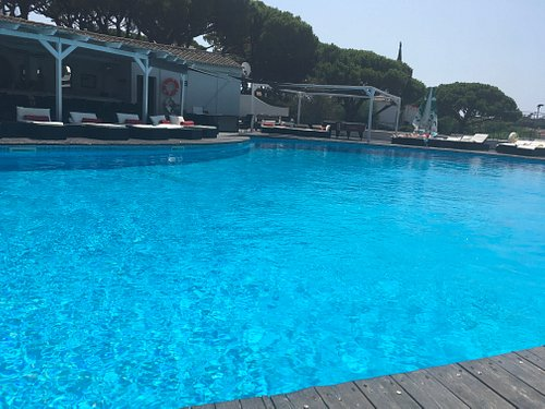 Great pool area with a good pool and snack area. Service is excellent.