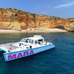 Catamaran MARA: BBQ on the beach