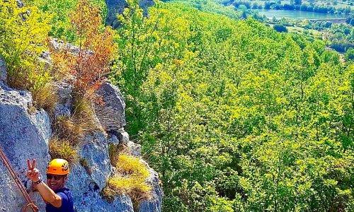 Escalade à Fournet , avec vue sur le Lac du Causse. 19600, Saint-Cernin-De-Larche