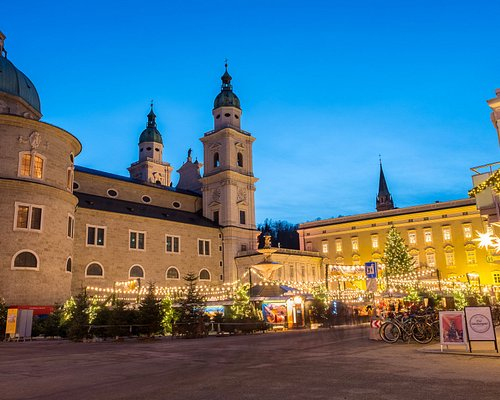 Looking back at the Christmas market while walking towards the Mozartplatz