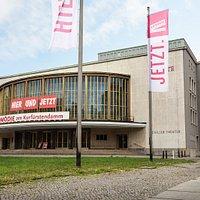 Außenansicht Komödie am Kurfürstendamm im Schiller Theater (c) Franziska Strauss