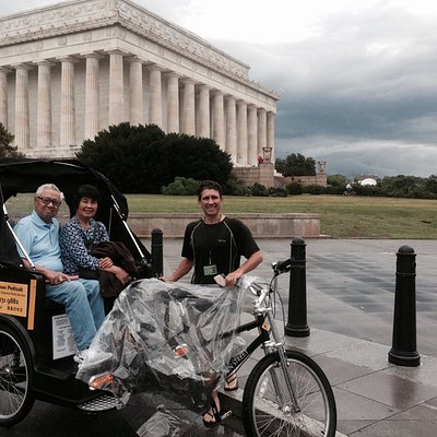 A Nonpartisan Pedicab tour always includes a visit to the Lincoln Memorial.