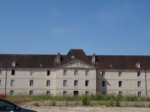 La Porte d'Arans : les bâtiments militaires