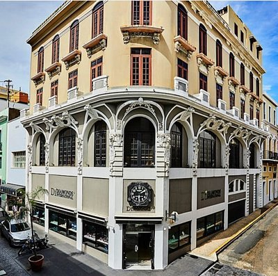 The entrance of the marvelous and historical building of Diamonds International in San Juan