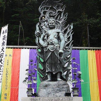 巨大な不動明王像