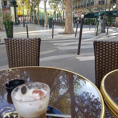 Strolling around Paris!