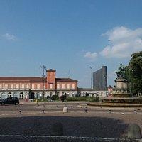 Piazza Roma con la Fontana e la stazione feroviaria