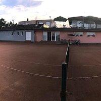 Tenis, squash, bowling, biliard, stolný tenis, šípky, šikovná obsluha, dobrá nálada, nefačiarsky