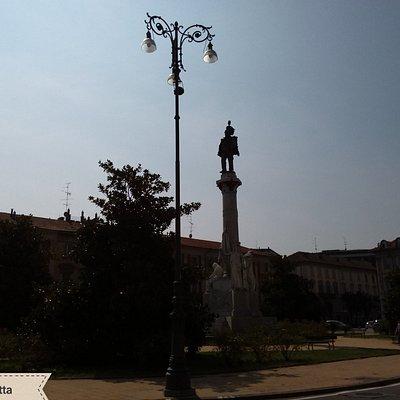 Piazza Pajetta con la statua del Re Vittorio Emanuele II