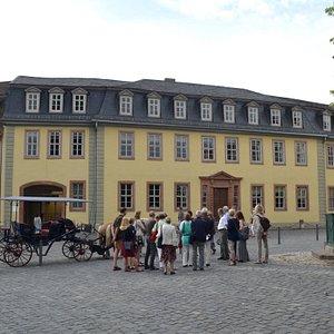 Stadtrundgang Weimar. Vor Goethes Wohnhaus am Frauenplan