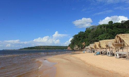 Barracas na praia de Pindobal. Alter do Chão. Belterra/PA