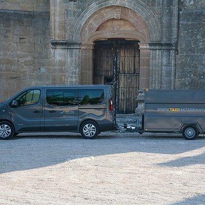Disponemos de furgoneta con capacidad hasta 8 pasajeos y remolque multiusos (bicis, equipajes...