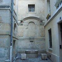 Les vestiges de la fontaine