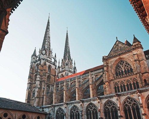 Les tours jumelles de la cathédrale de Bayonne