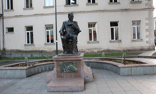 Памятник Евфимию Такаишвили