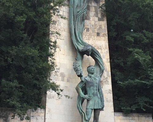 Памятник Галактиону Табидзе