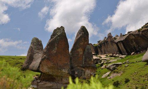 formación rocosa conocida como la corona gigante