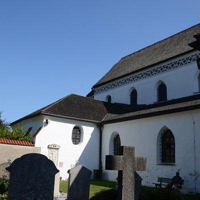 Przyklasztorny cmentarz