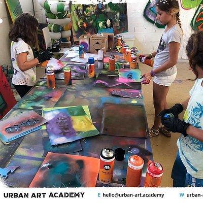 Cours/ateliers Graffiti & Art Urbain / Encadrés par des professionnels / Sprays à l'eau non toxi