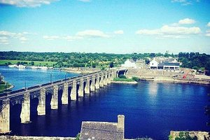 Lukers overlooking the River Shannon.