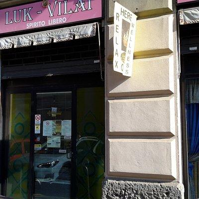 Vetrina sulla Via Aurelio Saffi.