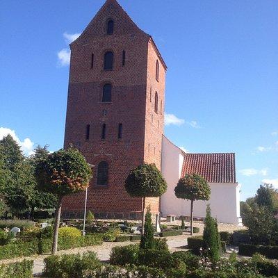 Harlev Kirke fra vest