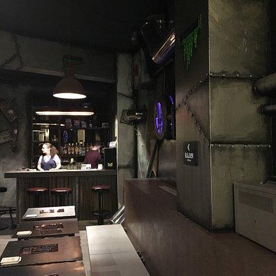 Prachtig interieur. Dit thema café is opgedeeld in een fantasy wereld en een science fiction wer