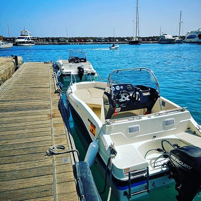 Licence & Non licence boats available