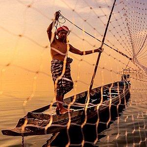 Pêcheur sur le lac de Thale noi
