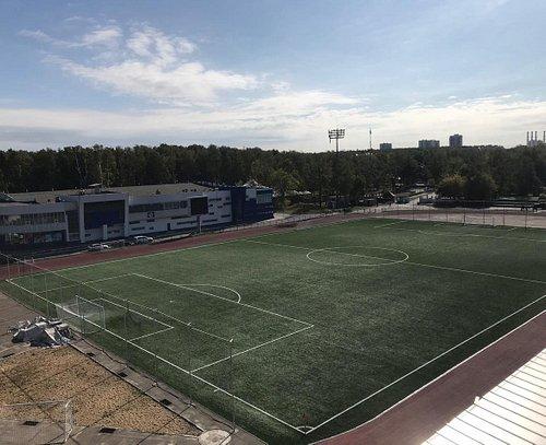 Футбольное поле стадиона Металлург, смена газона 2018.