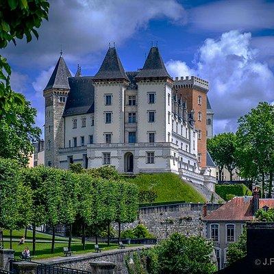 Façade ouest du château depuis le parc