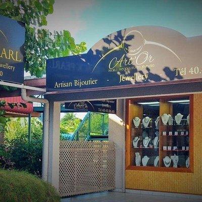 La bijouterie se trouve au centre Tamanu iti