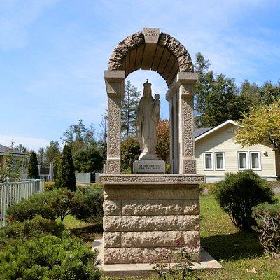 敷地内のマリア像
