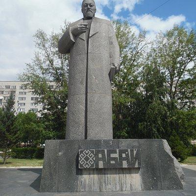 abai statue