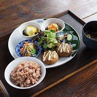 日替わりランチ うかのお昼ご飯。豊島、小豆島の有機野菜と穀物を使ったヴィーガン&グルテンフリーのお食事です。vegan&giutenfree lunch