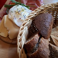 Speck and cheese platter with assorted breads