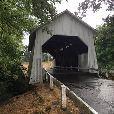 Covered bridge, a classic in the area for jogging and walking
