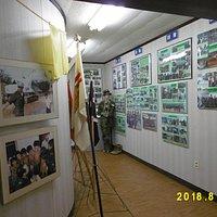 1階は国際貢献での治安維持や災害派遣関係の写真が飾られている