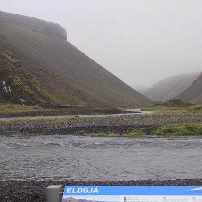 Schwer zu erreichen, am Ende einer Gravelroad muss man durch Wasser fahren, etwas Bodenfreiheit