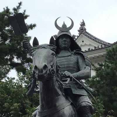 戸田氏銅像・なかなか逞しいお姿。