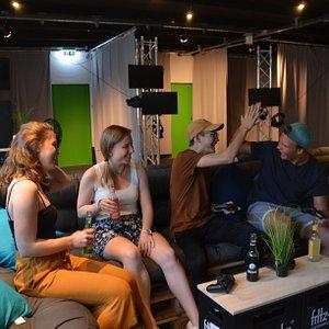 In unserer Lounge könnt ihr PS4 zocken, Fritz-Getränke trinken und die Zeit genießen.