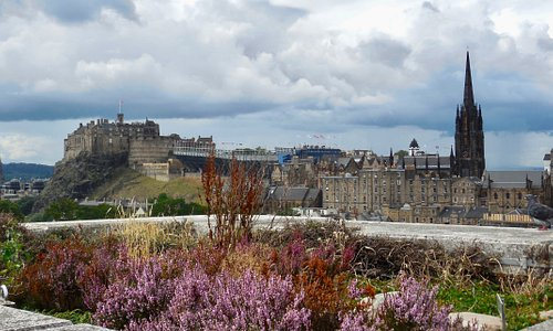 Museum rooftop garden view of Edinburgh Castle.