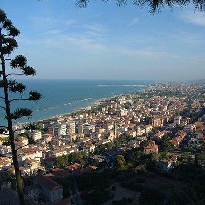 Questo è il panorama dall'Oasi, o meglio dal vecchio Castello del IX-XIII sec.